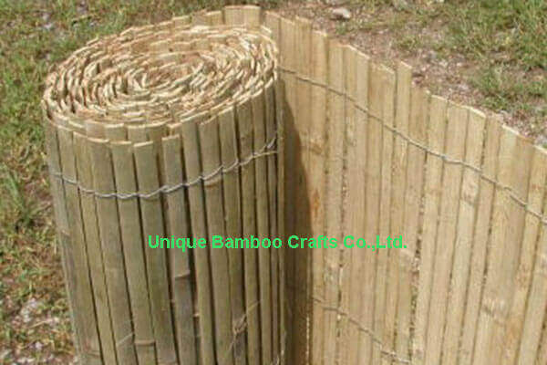 Decorative split bamboo fence foldable in natural color