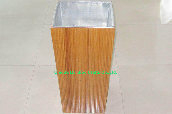 Garden use bamboo planter basket with metal liner